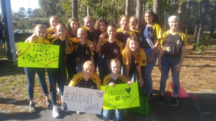 Large_softball_girls_getting_ready_for_the_parade.